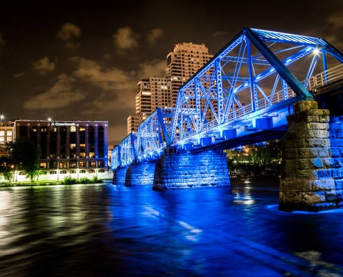 city of grand rapids at night
